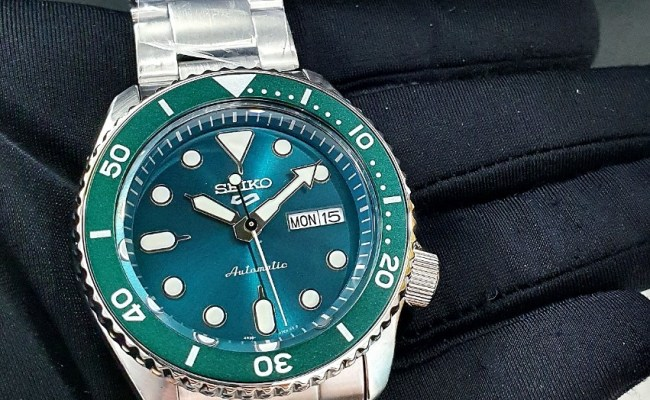 Free Delivery Brand New 100 Authentic Seiko 5 Green