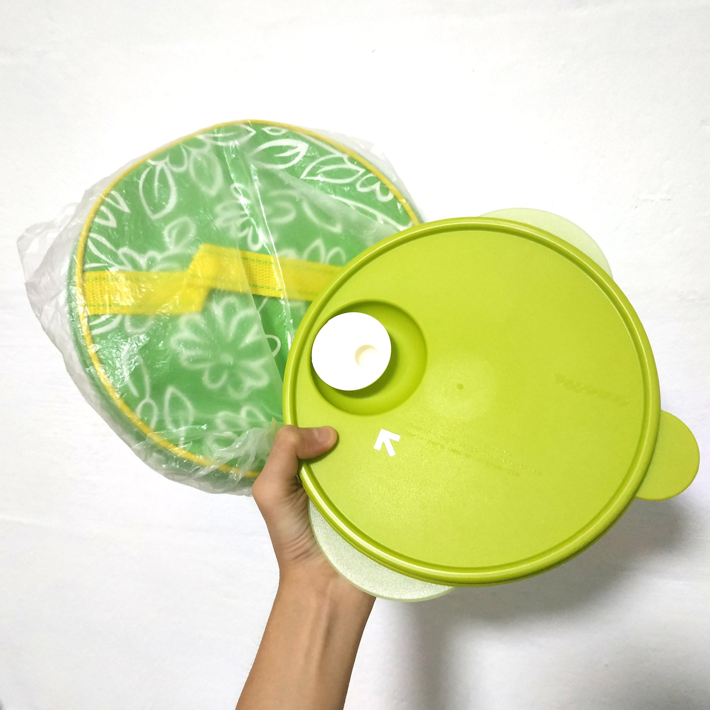 tupperware microwavable microwave safe reheatable divided lunch box container with free round carrier bag case