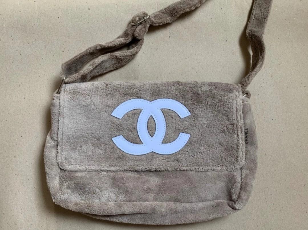 Chanel vip 短絨毛 毛巾 側孭袋 斜揹袋 黑色 卡其色(深杏色) 少量. 女裝. 女裝袋 & 銀包 - Carousell