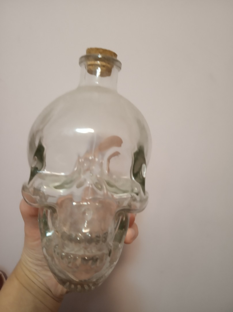 骷髏骨形狀玻璃酒樽, 廚房用具 - Carousell