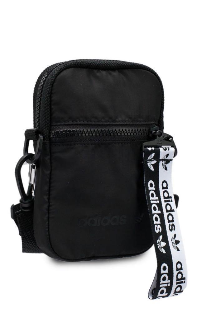 Adidas 斜揹袋仔, 男裝, 男裝袋 & 銀包 - Carousell