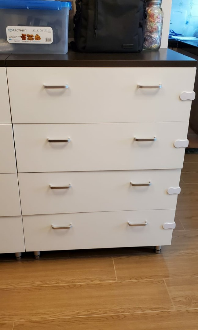 Red Apple 4 drawer closet, 傢俬&家居, 傢俬 - Carousell