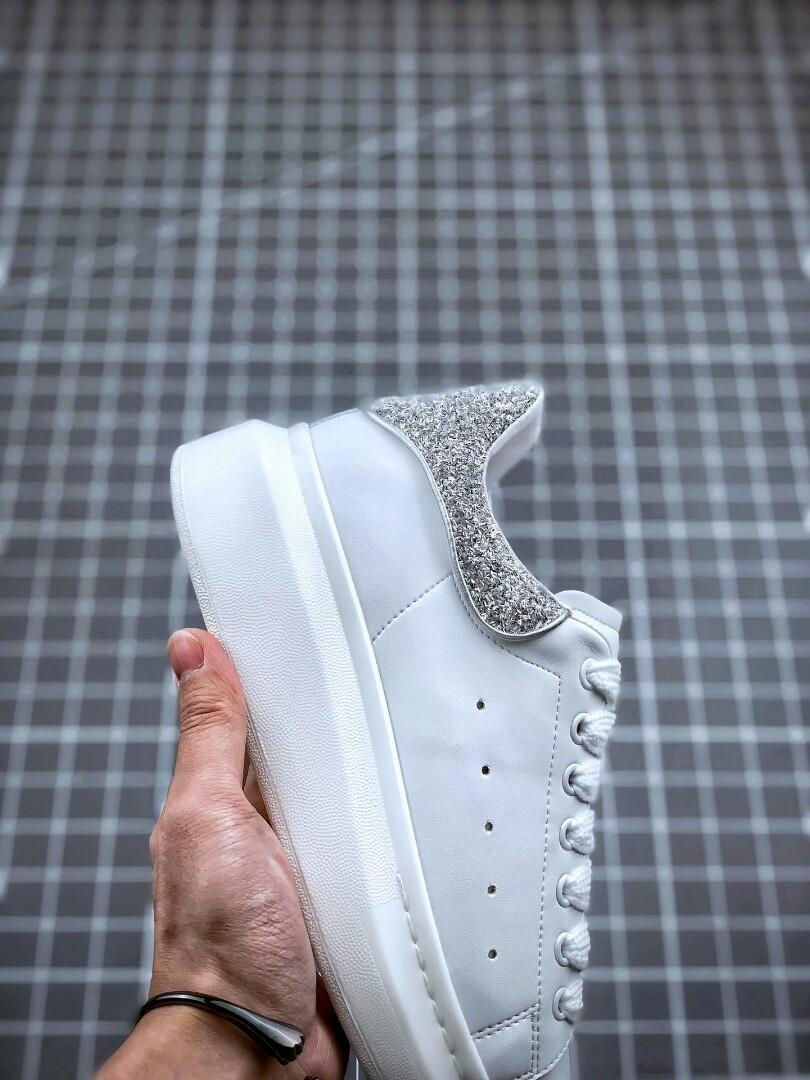 耐磨又舒適增高小白鞋 鞋底厚4.5cm SIZE :35~ 44, 女裝, 女裝鞋 - Carousell