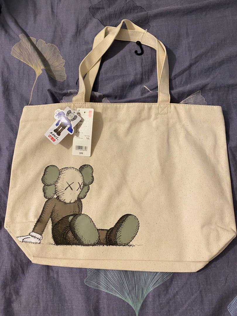 uniqlo x Kaws tote bag, 名牌, 袋 & 銀包 - Carousell