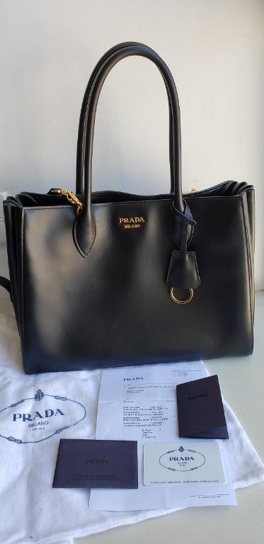 PRADA Bag黑色全真皮摺摺3用袋,95%新 , 購自PRADA,保證真品 有齊單,咭和塵袋, 名牌, 袋 & 銀包 - Carousell