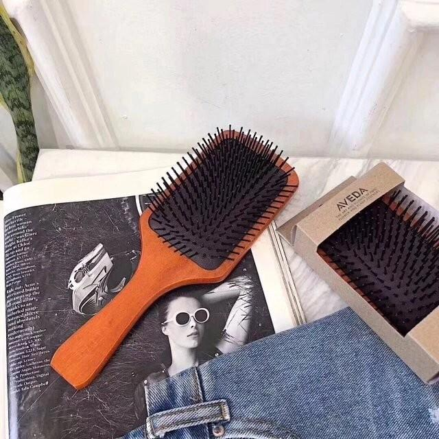 Aveda梳 木質按摩頭皮防脫髮防靜電氣墊梳. 美容&化妝品. 頭髮護理. 沐浴 & 身體護理 - Carousell