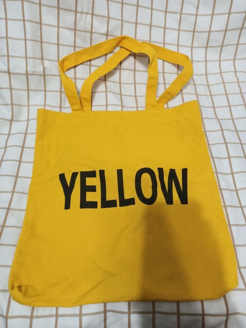 黃色帆布袋,店裡面只有一個皮革製作老師傅。老師傅只接受客人的訂單, 包包在旋轉拍賣