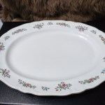 Big Oval Serving Plate Home Furniture Home Appliances Other Kitchen Appliances On Carousell