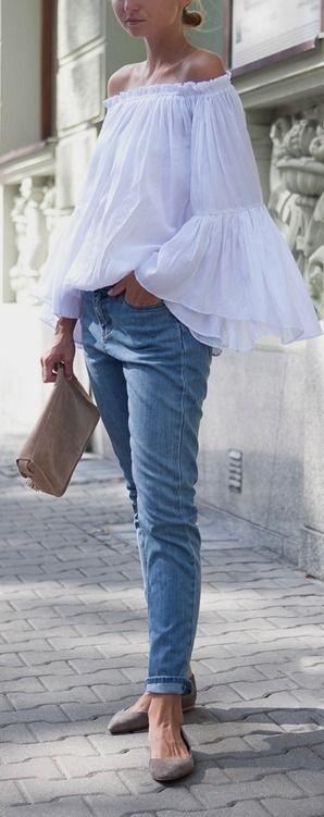 Ledigt! Bär din off shoulder topp ihop med jeans och matcha med sneakers eller lågskor.