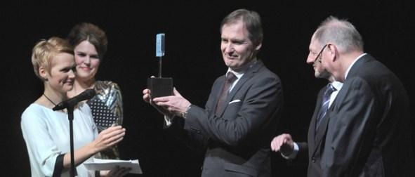 Per Ola Lindahl, Utvecklingsstrateg, Upplands Väsby kommun tar emot utmärkelsen Sveriges IT-kommun 2011.