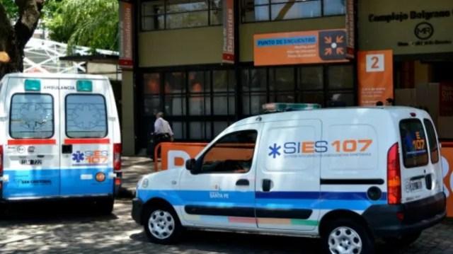 Ambulancias del Sies recorran los barrios de Rosario para monitorear pacientes febriles.