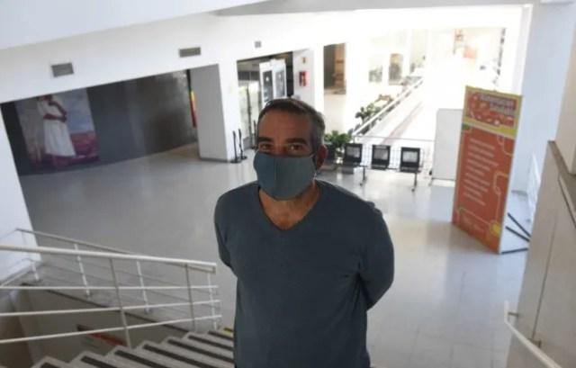Juan Becerra dirige el Comando Operativo de Emergencia en Salud y su vida cambió por completo desde antes que arranquen los casos en la ciudad.