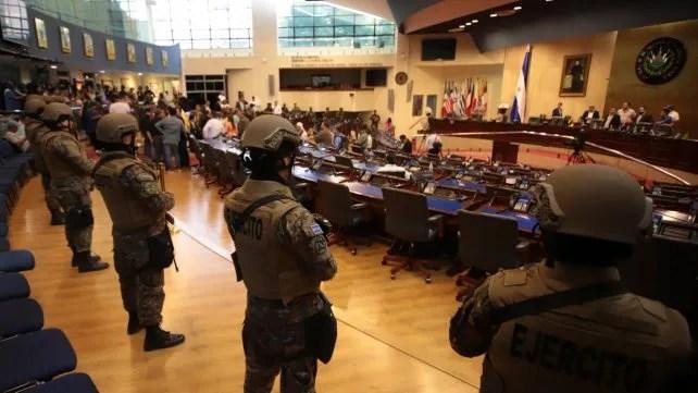 Altos mandos militares investigados por militarizar Congreso