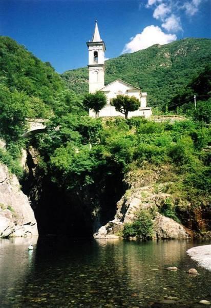 Le antiche chiesette di Oggebbio e Cannobio
