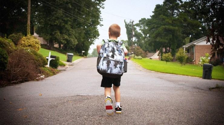 Hãy tạo ra tình huống thật sự để kiểm tra liệu trẻ đã đủ bình tĩnh để tự xử lý khi đi lạc hay chưa (Nguồn: lifebyjeanie)