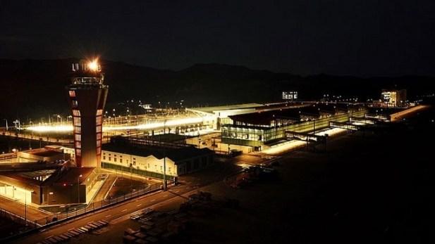 Cảng hàng không Vân Đồn về đêm.