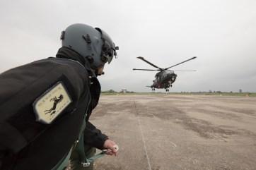 Aeronautica Militare HH-101 nella fase di decollo