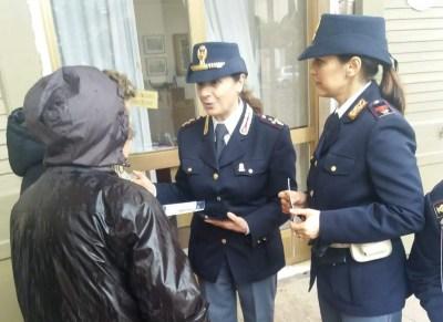 caserta piazza dante gazebo polizia contro violenza donne (4)