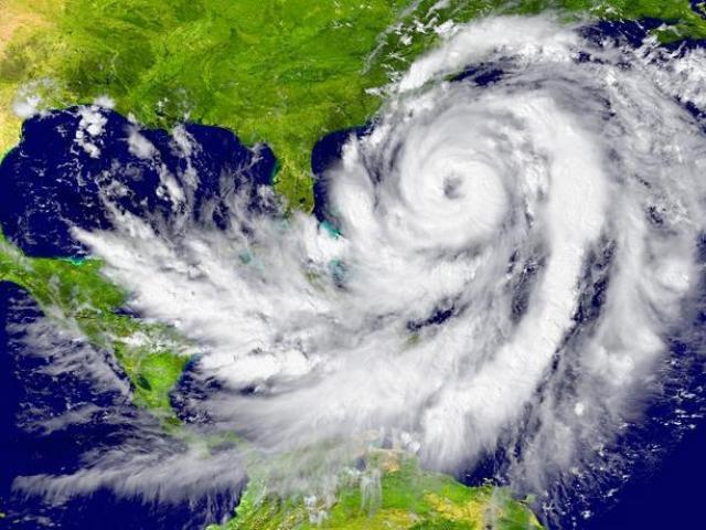 por-que-bombardear-huracanes-como-supuestamente-propuso-trump-no-es-una-buena-idea