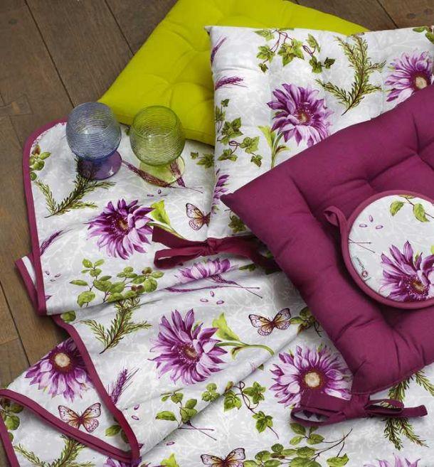 Infatti, si può anche decidere di acquistare dei cuscini per sedie a tema: Cuscini Per Sedie