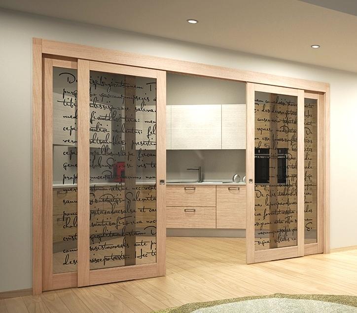 Foto  Cucina e soggiorno divisi da porte scorrevoli in vetro