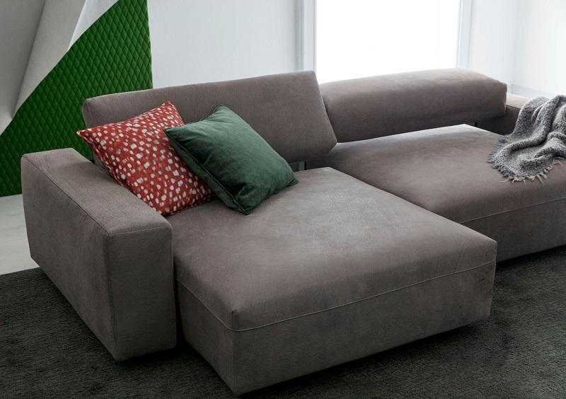 La soluzione più diffusa per sistemare i divani da soggiorno è sicuramente quella ad angolo, che permette di creare una zona relax. Come Disporre Il Divano