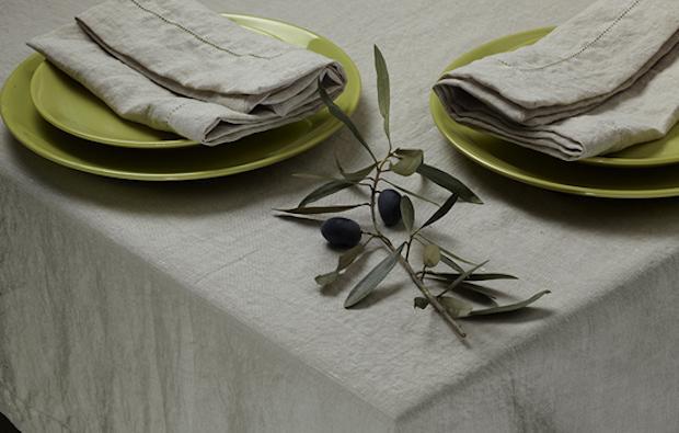 La tradizione vuole che debbano confezionarsi col lino, in mancanza di questo è tollerata la canapa. Tovaglie Da Tavola Le Ultime Tendenze