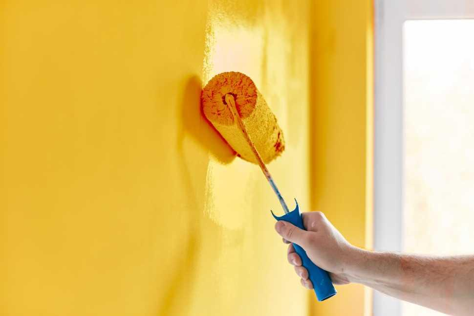 Copre perfettamente pareti già colorate anche con tinte di colore intenso. Pitturare Casa Quanto Costa Al Mq