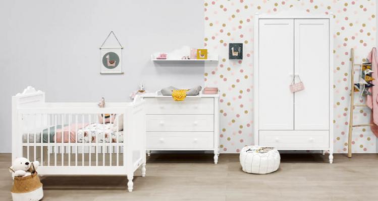 Spesso si parla di come arredare casa in stile shabby chic, di come scegliere i mobili per il salotto o gli accessori giusti per bagno e cucina,. Camerette Shabby Chic