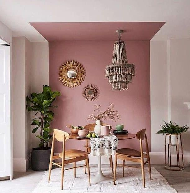 Un esempio lampante è dato dalle decorazioni finto marmo lungo le pareti, oppure dalle venature del marmo e della pietra che vogliamo riprodurre. Decorazioni Tra Soffitto E Pareti