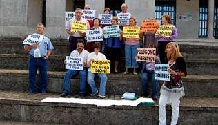 Opositores al poligono de A Brea entregarán hoy más de 1.200 firmas en la delegación de Presidencia