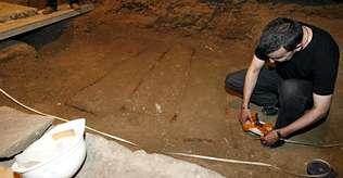 Encuentran cuatro sepulturas bajo la lápida del octavo conde de Lemos