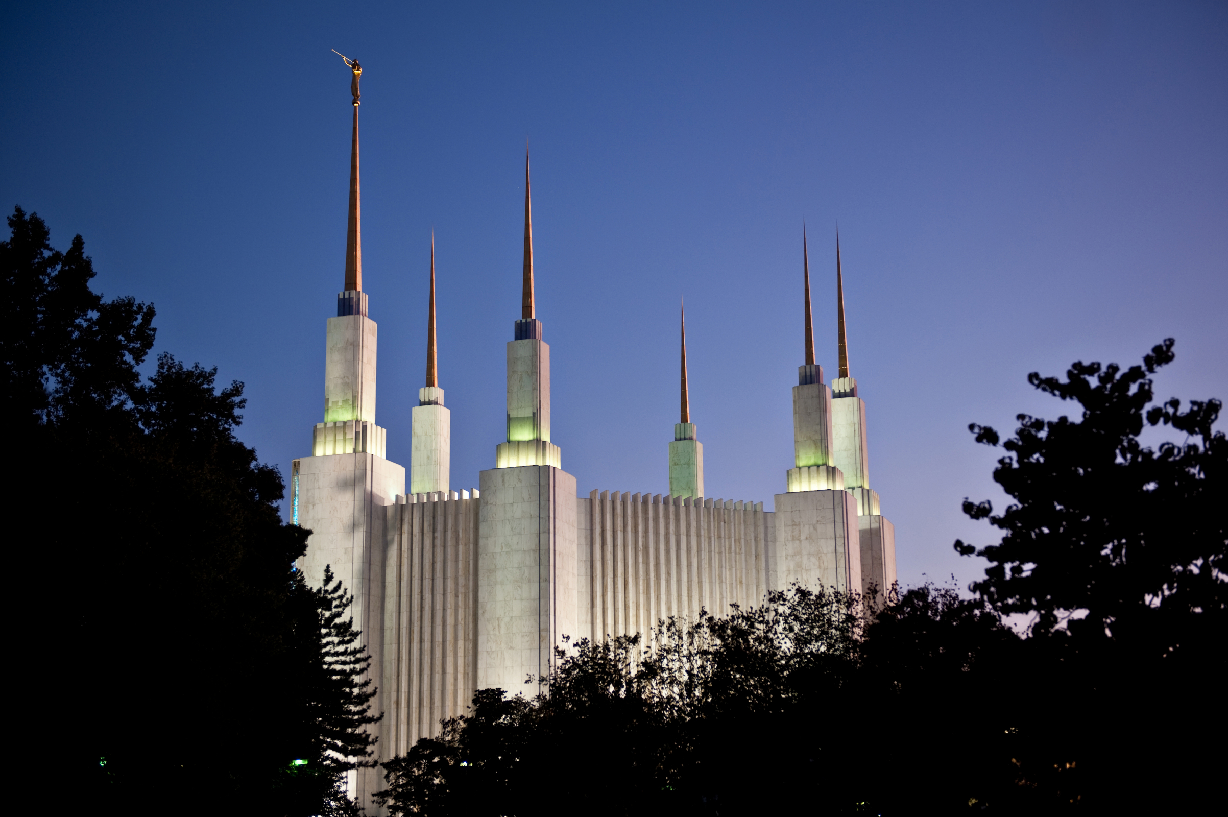 washington d.c. temple in the evening