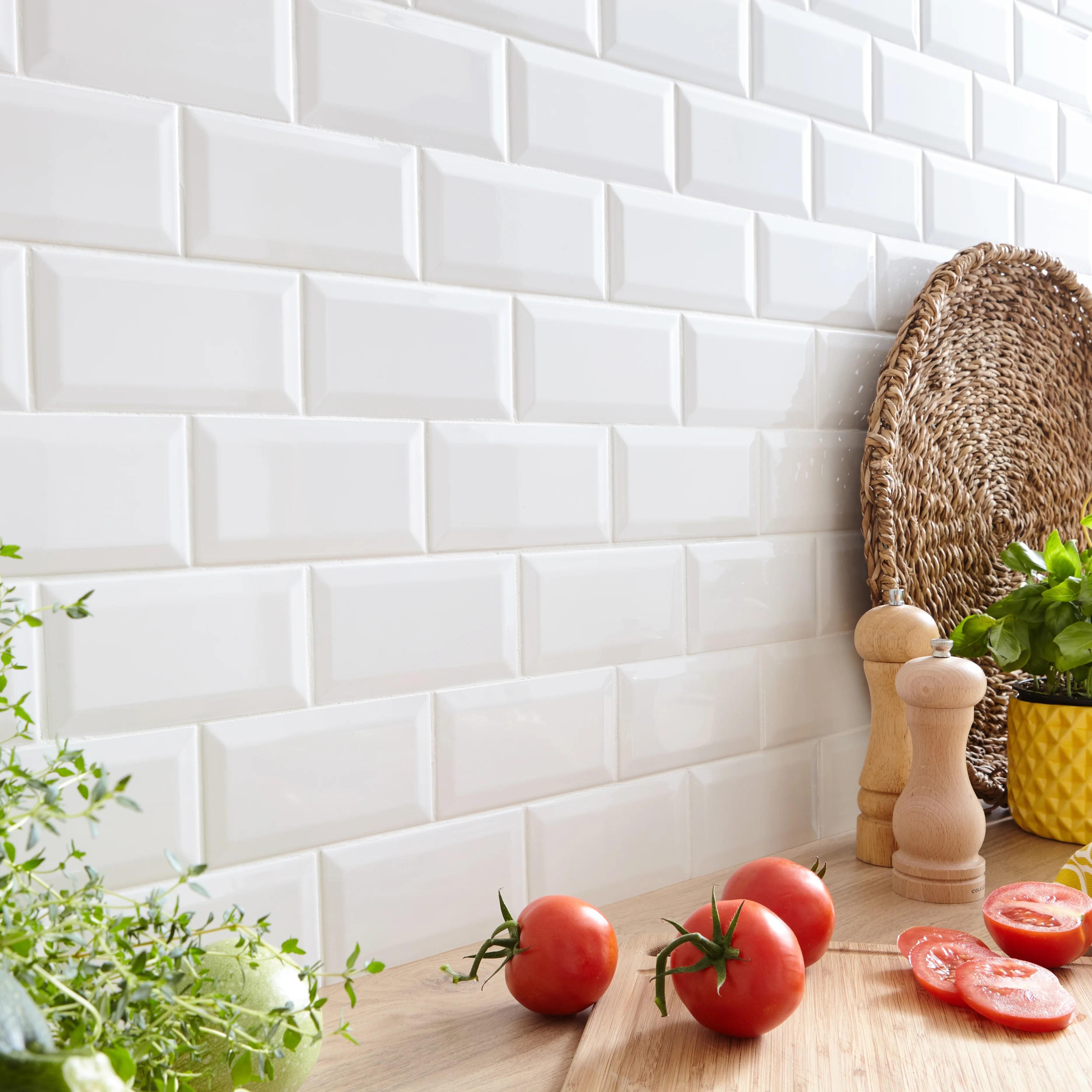 de la faience sur les murs de cuisine