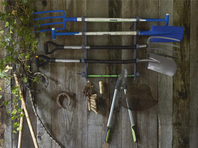 outils a main pour le sol du jardin