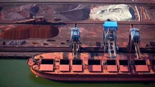 Plusieurs bateaux coincés à l'extérieur du port de Ningbo-Zhoushan, fermé, sont venus jeter l'ancre dans le port de Shanghai.
