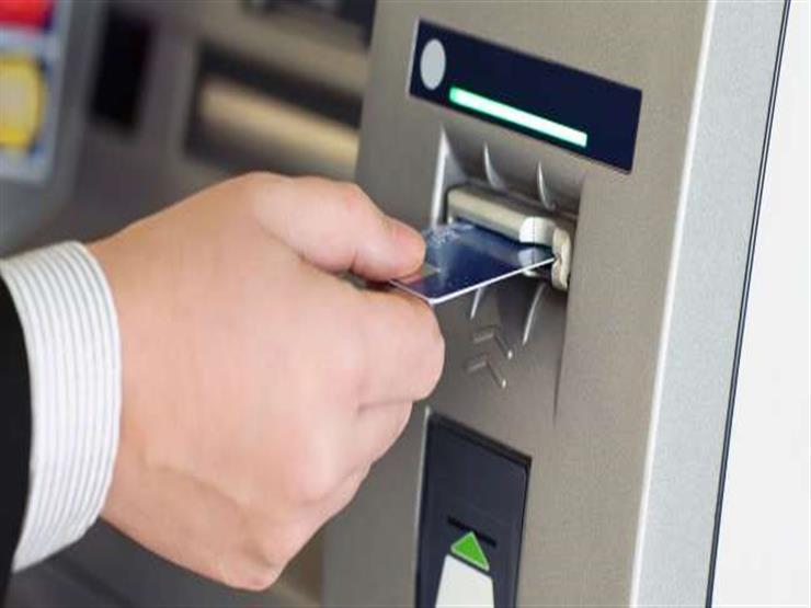 البنك الأهلي يوضح رسوم السحب والاستعلام من ماكينات الصراف ال