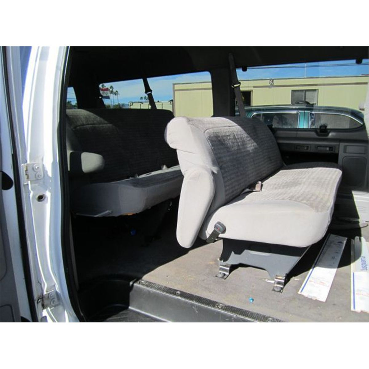 medium resolution of  image 6 2000 ford e 350 xlt 15 passenger van