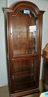 Approx 6F tall lighted curio cabinet