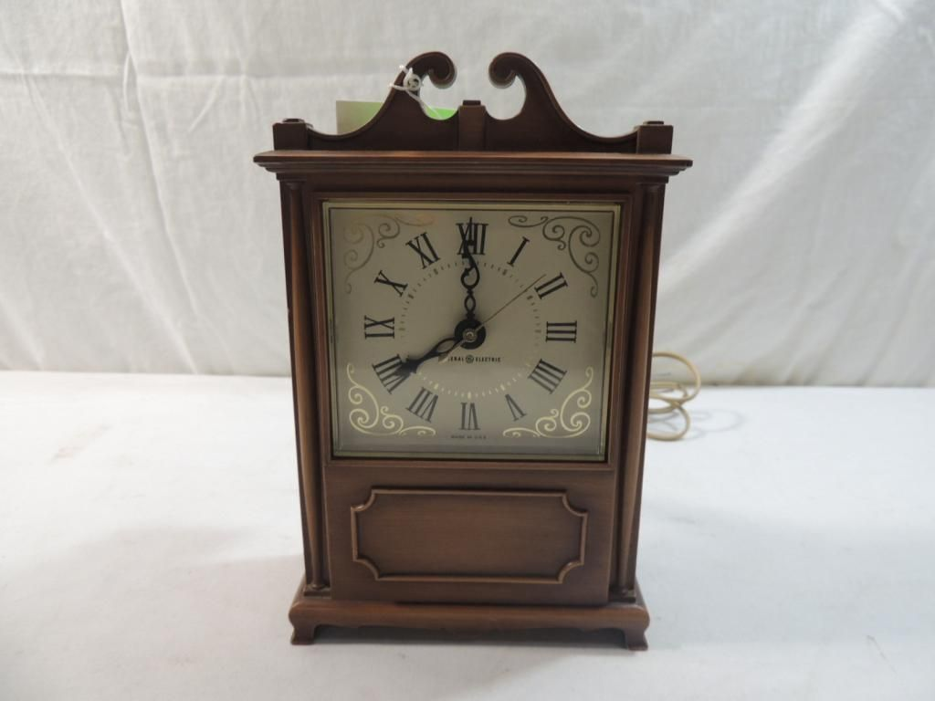 VINTAGE GENERAL ELECTRIC GE TABLE CLOCK
