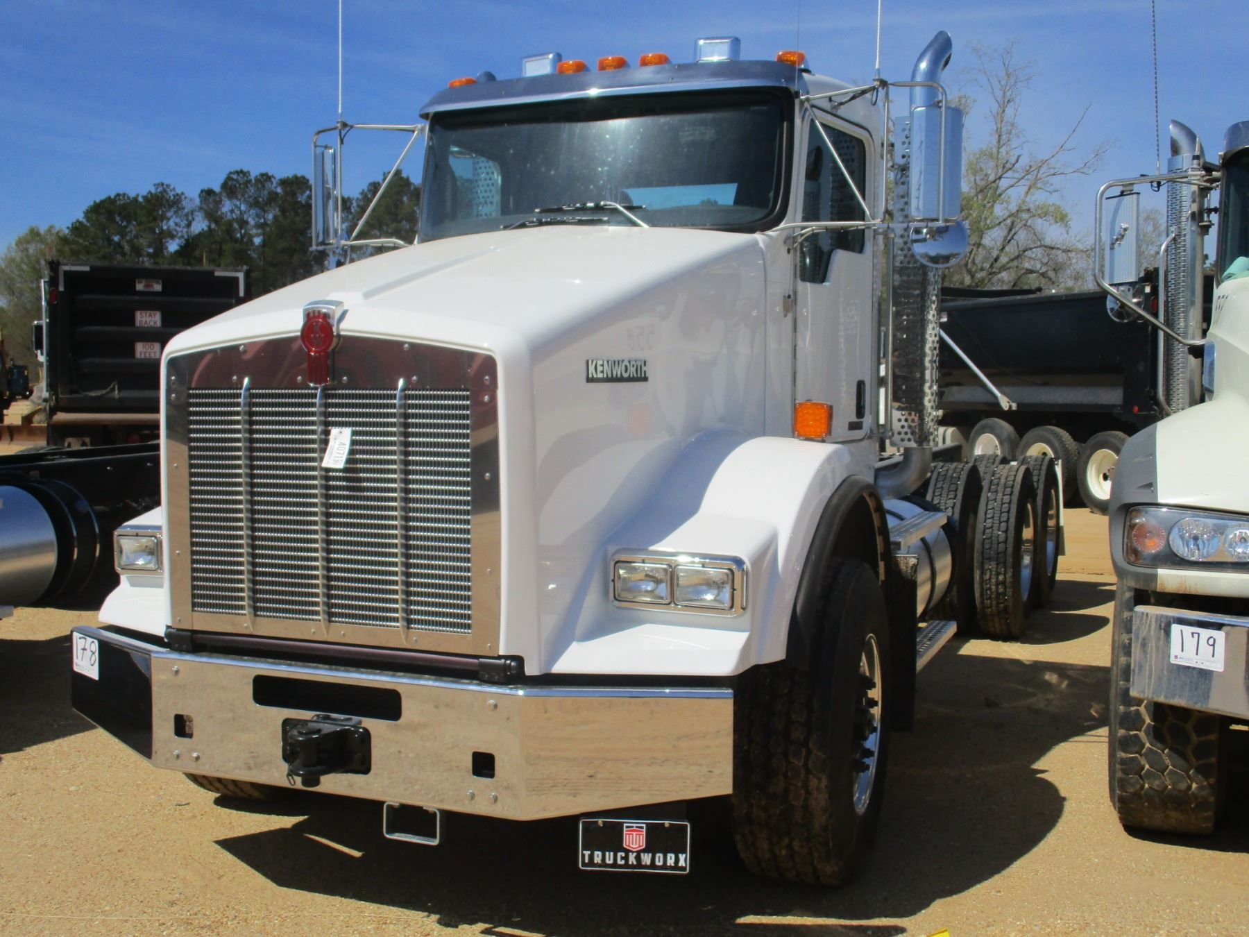 hight resolution of image 1 2018 kenworth t800 cab chassis vin sn 1nkdl40x8jj205444