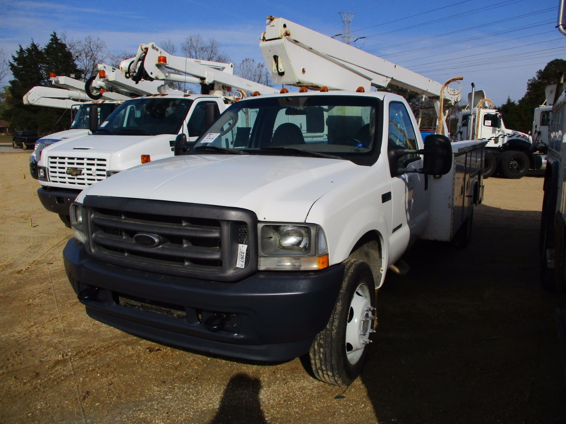 small resolution of image 1 2003 ford f450 bucket truck vin sn 1fdxf45f93ea63293 7 3