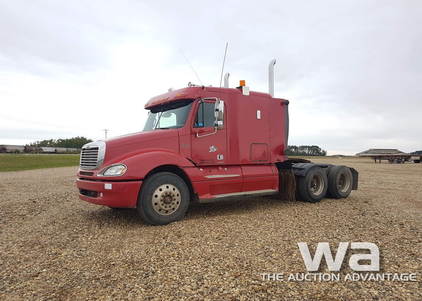 small resolution of image 1 2005 freightliner columbia t a highway tractor