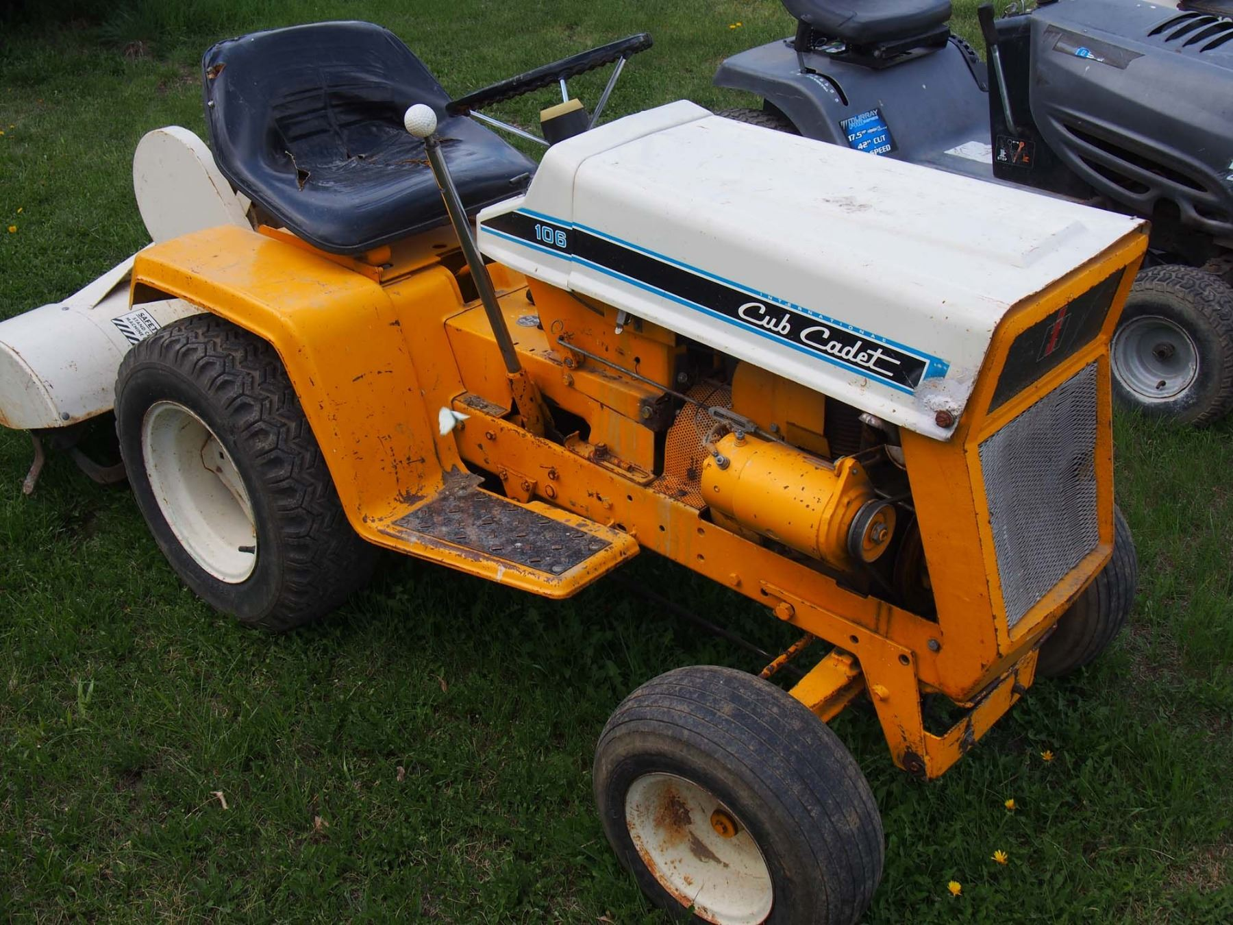international cub cadet 106 lawn tractor and cultivator rh icollector com 106 cub cadet wiring diagram [ 1800 x 1350 Pixel ]