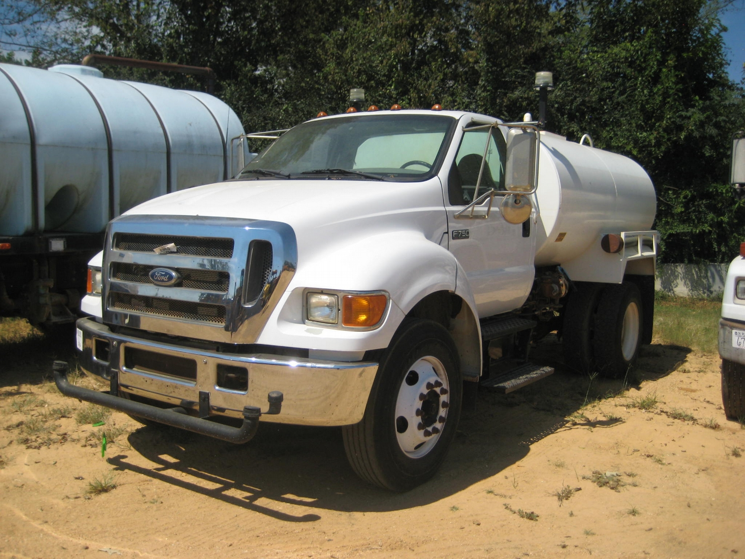 image 1 2005 ford f750 super duty s a water truck  [ 1500 x 1125 Pixel ]