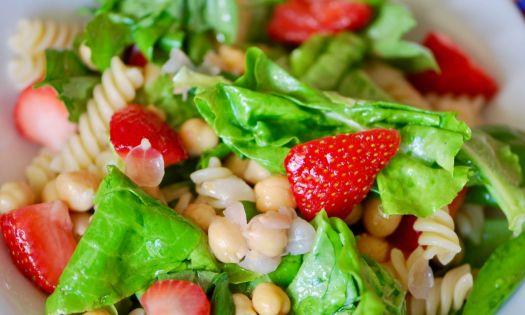 recept jordgubbssallad med basilika