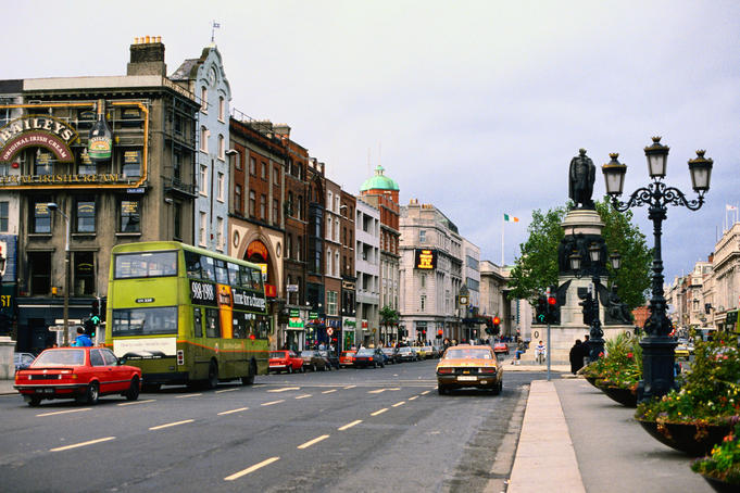 The traffic on O'Connell Street - Dublin, County Dublin