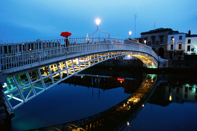 Ha'penny Bridge over Liffey River.