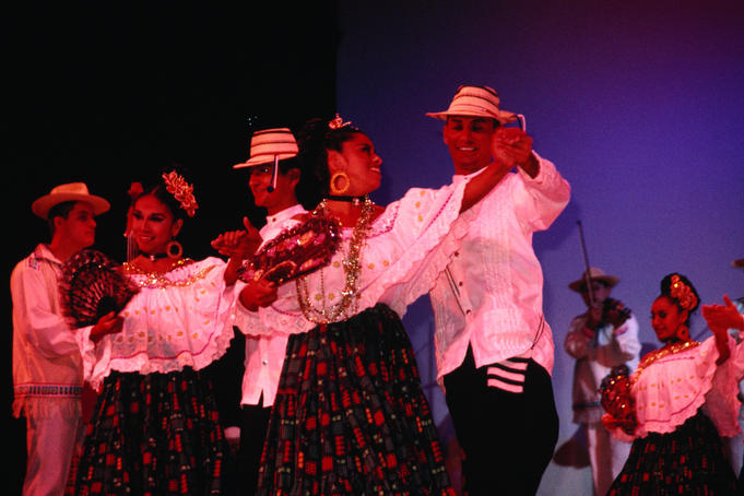 A performance by the Tradicion del Caribe dance troupe at Teatro de Cancun.