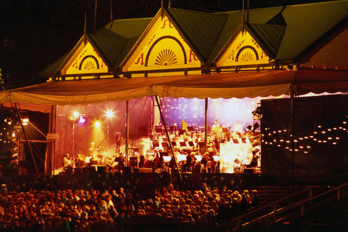 Starlight Symphony performing at Auckland Domain.